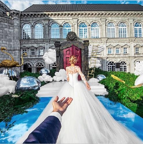 Osmann and Zarakhova's wedding photograph